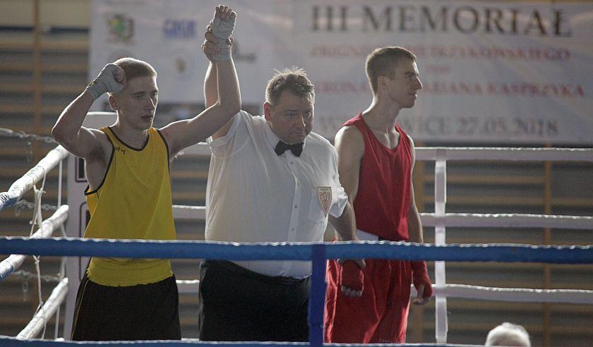 Marek Kubaczka (KB Puncher Cieszyn) vs Kacper Wypchał (Dąbrowski Klub Bokserski)