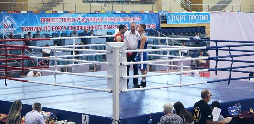 Umakhanova Kaspiysk, Dagestan Na ringu w Rosji Witold Lisek