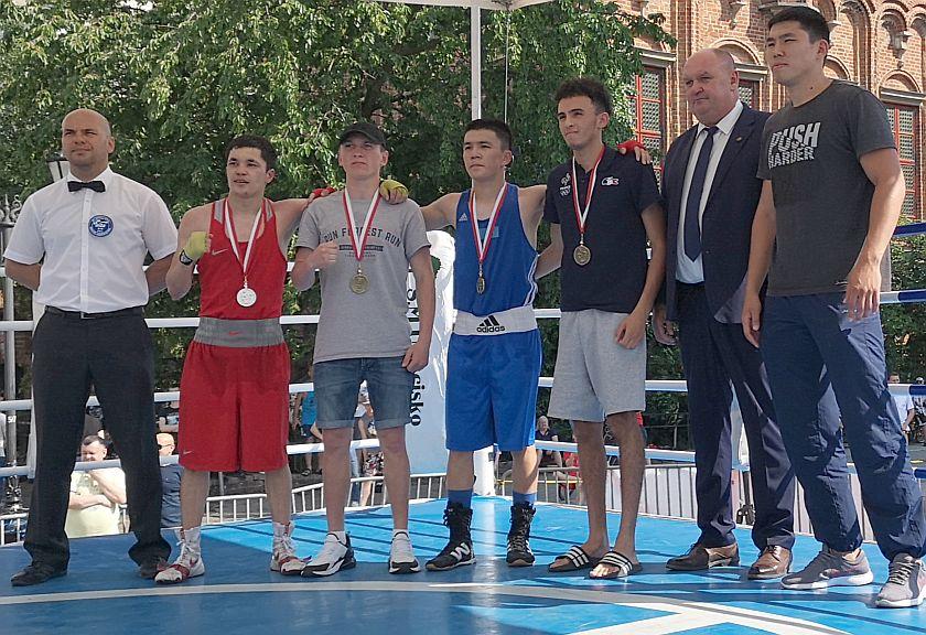 kategoria 52kg Nikolai Kharanakhoev (Rosja) vs Samat Zhetibayev (Kazachstan) PKT 0-3