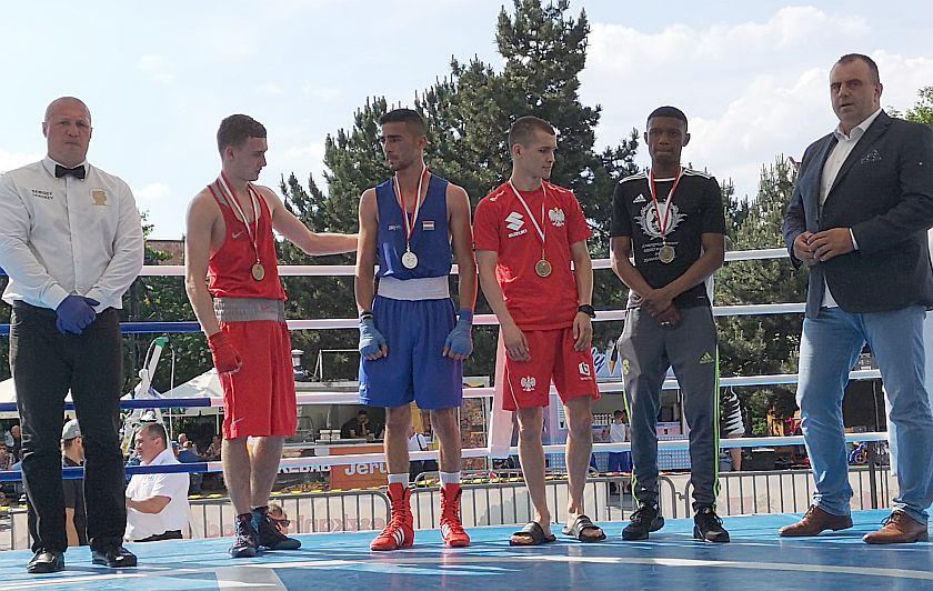 kategoria 56kg Eduard Savin (Rosja) vs Nandor Csoka (Węgry) PKT 3-0