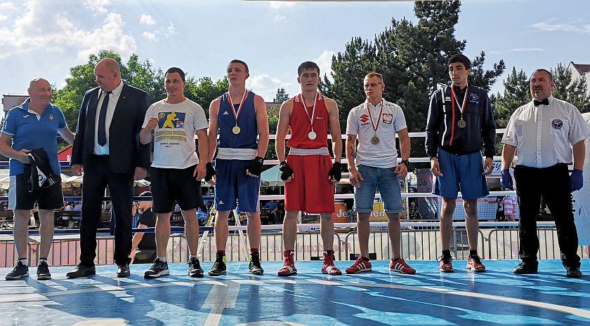 kategoria 64kg  Dilshat Nurym (Kazachstan) vs Maksym Molodan (Ukraina)