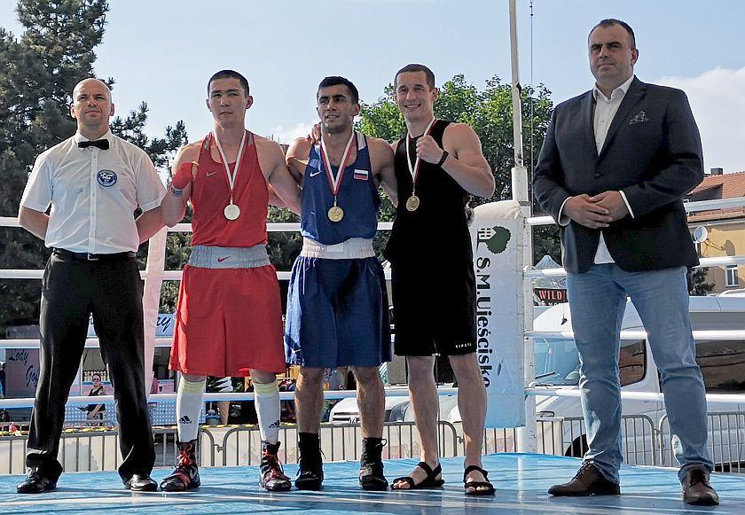kategoria 69kg Maulen Oskenbek (Kazachstan) vs Vakhid Abbasov (Rosja) PKT 1-2