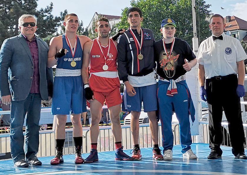 kategoria 69kg Rayane Yahia Berrouiguet (Francja) vs Aliaksandr Radzionau (Białoruś) PKT 0-3