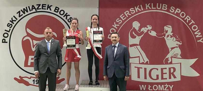 Dekoracje studentek podczas Mistrzostw Polski AZS 2019 Łomża - boks olimpijski kobiet