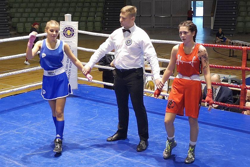 Natalia Waliczek (BKS Skorpion Szczecin) vs Andżelika Mięgoć (Imperium Boxing Wałbrzych) PKT 0-3