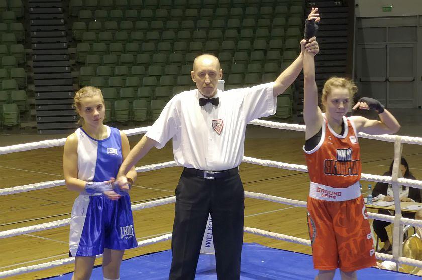 Wiktoria Rogalińska (BKS Skorpion Szczecin) vs Kinga Mięgoć (Imperium Boxing Wałbrzych) PKT 3-0