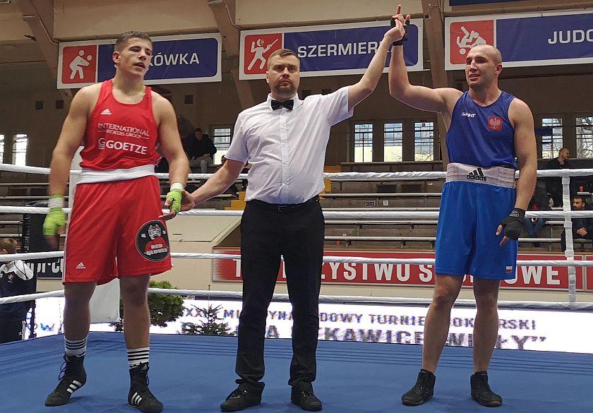 91kg Bartłomiej Szczęsny (KS Red Gloves Warszawa) vs Mateusz Kowalczyk (Desant Kraków)