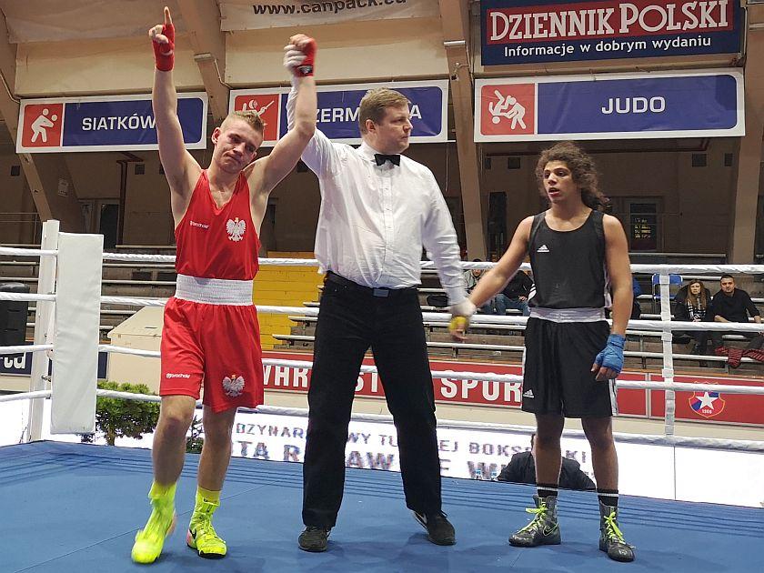 64kg Krystian Szymański (Polska) vs Nabil Benhammou (Francja)